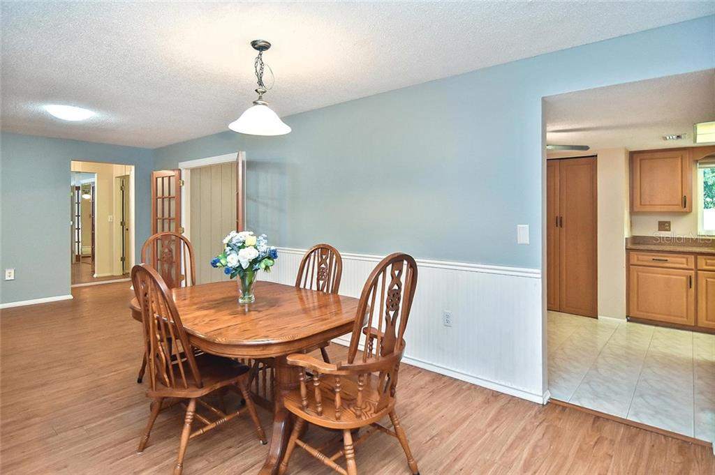 Dining room to kitchen - Single Family Home for sale at 1139 Ketch Ln, Venice, FL 34285 - MLS Number is N6105656