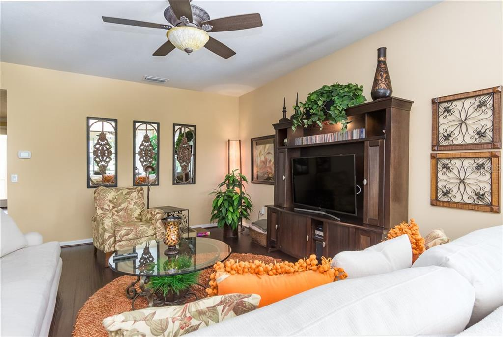 Granite Counters, Stainless Steel Appliances, Coffee Bar, Walk-In Pantry - Single Family Home for sale at 19251 Jalisca St, Venice, FL 34293 - MLS Number is N6106100