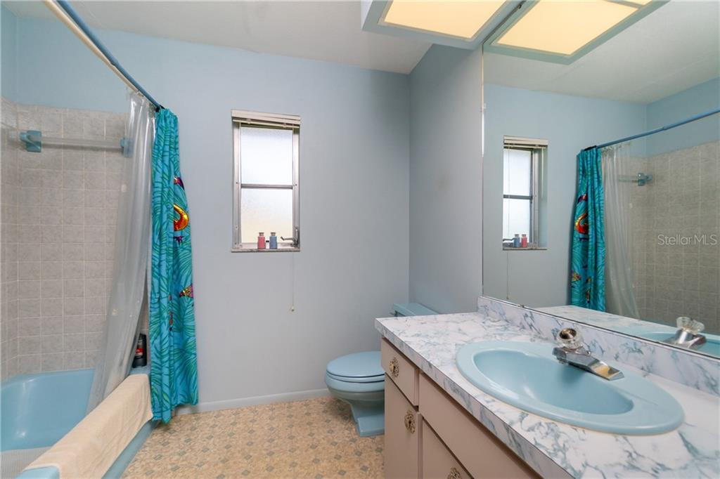 2nd bath with tub/shower combo - Single Family Home for sale at 359 Renoir Dr, Osprey, FL 34229 - MLS Number is N6106429
