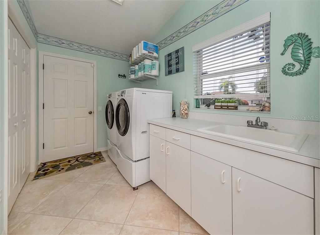 Laundry room - Single Family Home for sale at 521 Waterwood Ln, Venice, FL 34293 - MLS Number is N6107048