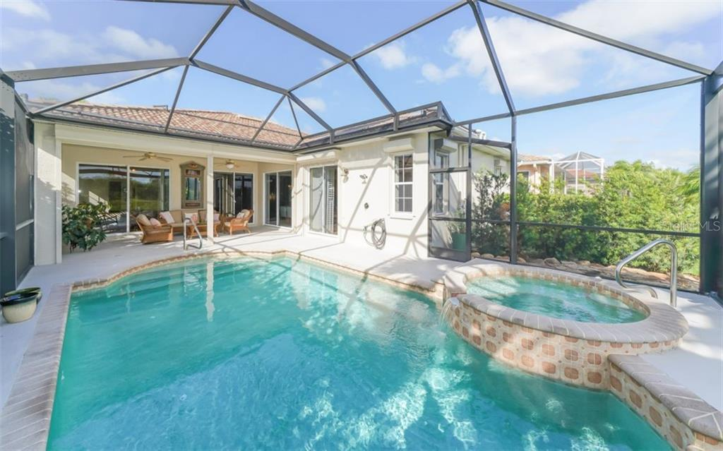 Pool/spa to lanai - Single Family Home for sale at 226 Rio Terra, Venice, FL 34285 - MLS Number is N6107320