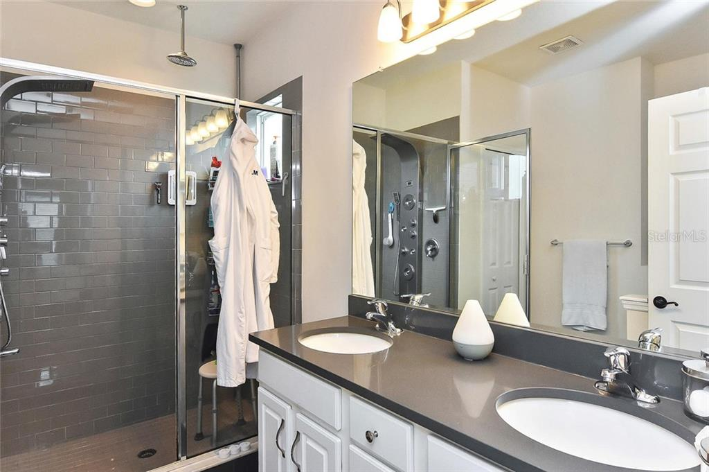 Master bath - Townhouse for sale at 10713 Avery Park Dr, Riverview, FL 33578 - MLS Number is N6107928