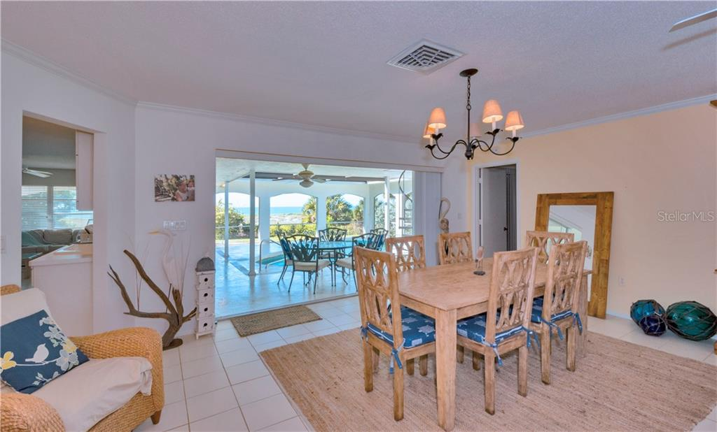 Single Family Home for sale at 313 The Esplanade S, Venice, FL 34285 - MLS Number is N6108264