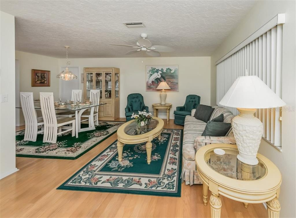 Living room, dining room - Single Family Home for sale at 500 Harbor Dr S, Venice, FL 34285 - MLS Number is N6108518
