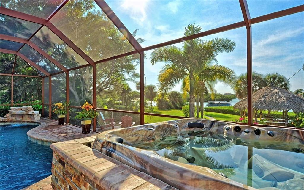 Hot tub - Single Family Home for sale at 925 Bayshore Rd, Nokomis, FL 34275 - MLS Number is N6108586