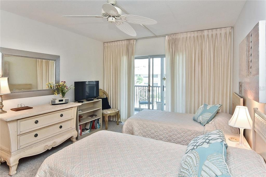 Guest bedroom - Condo for sale at 1150 Tarpon Center Dr #303, Venice, FL 34285 - MLS Number is N6110126