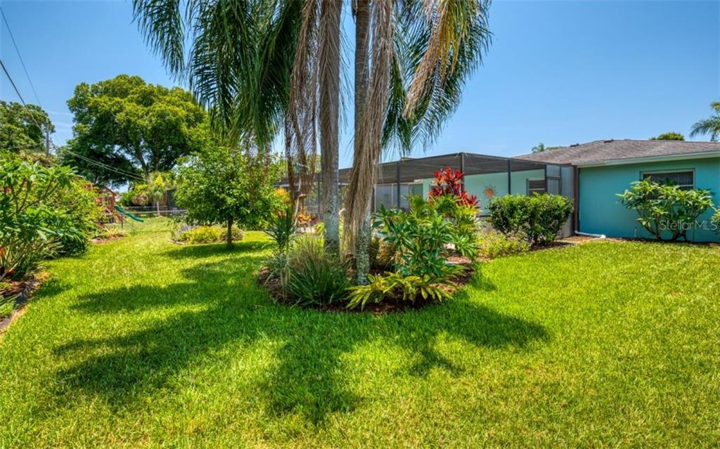 Yard - Single Family Home for sale at 404 Gulf Breeze Blvd, Venice, FL 34293 - MLS Number is N6110481