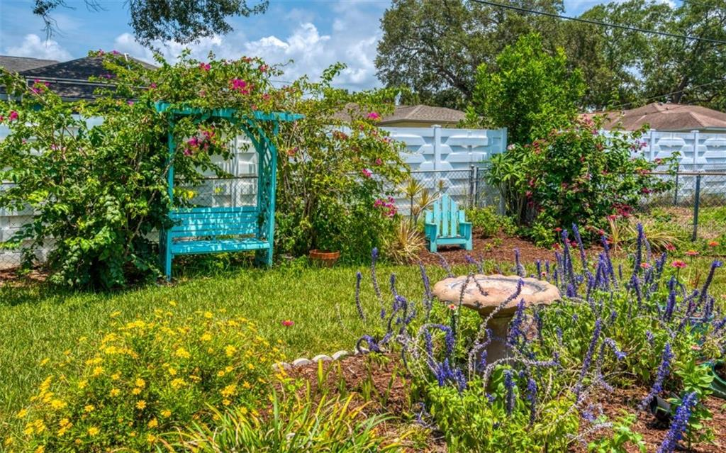 Garden, always something in bloom - Single Family Home for sale at 404 Gulf Breeze Blvd, Venice, FL 34293 - MLS Number is N6110481
