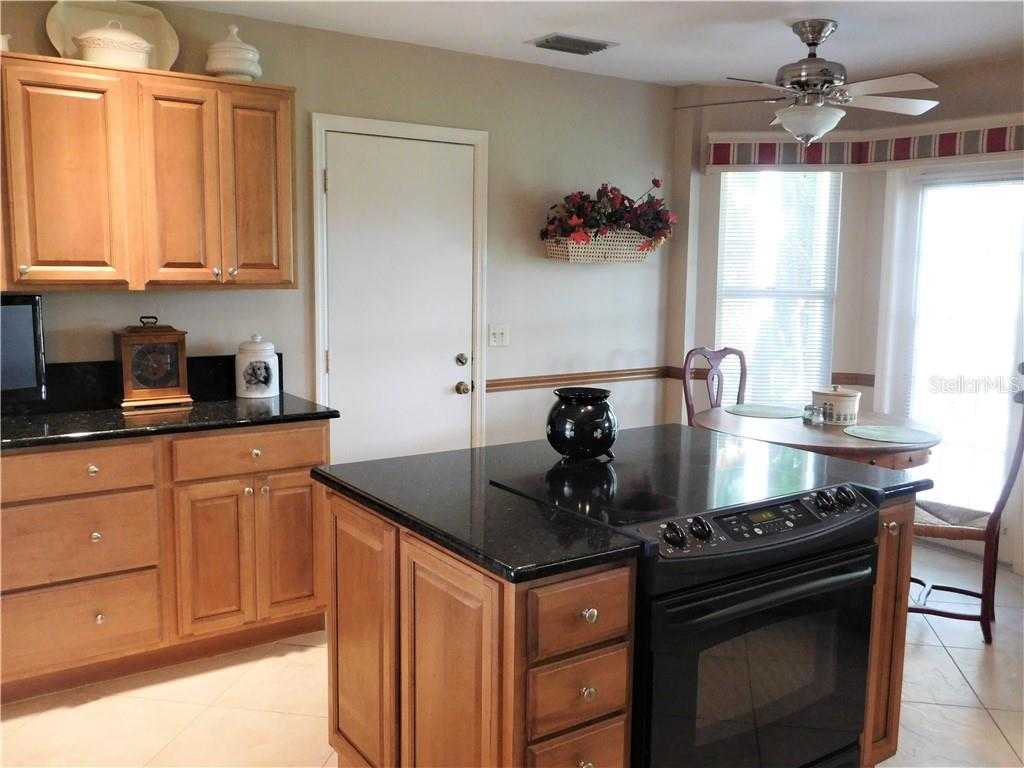 Kitchen with eat in space - Villa for sale at 743 Harrington Lake Dr N #29, Venice, FL 34293 - MLS Number is N6111290