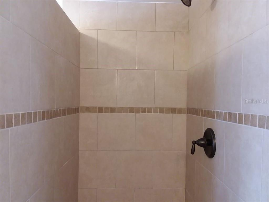 Master bathroom shower - Single Family Home for sale at 707 S Green Cir #71, Venice, FL 34285 - MLS Number is N6111316