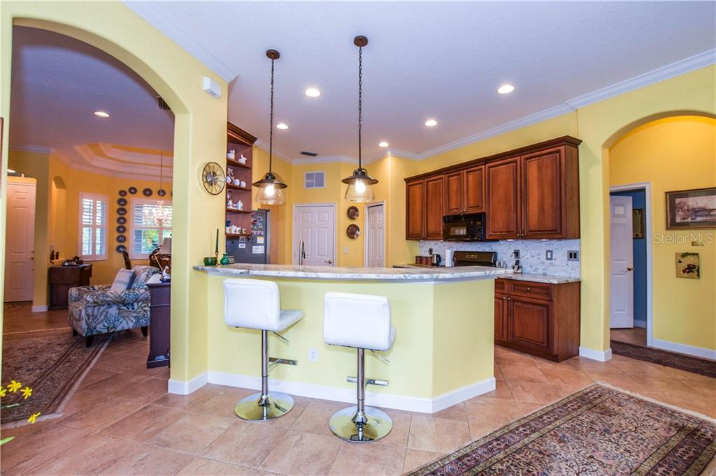 Breakfast bar, kitchen - Single Family Home for sale at 154 Rimini Way, North Venice, FL 34275 - MLS Number is N6112459
