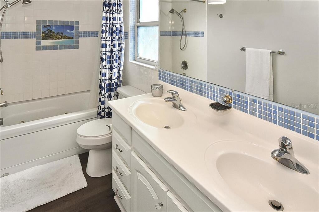 Guest bathroom - Single Family Home for sale at 991 Kimball Rd, Venice, FL 34293 - MLS Number is N6113781