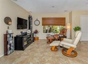 Family room - Single Family Home for sale at 925 Harbor Dr S, Venice, FL 34285 - MLS Number is N5913682