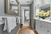Guest bath - Single Family Home for sale at 725 Eagle Point Dr, Venice, FL 34285 - MLS Number is N6111842