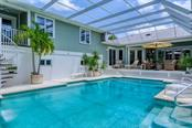 Pool, lanai - Single Family Home for sale at 725 Eagle Point Dr, Venice, FL 34285 - MLS Number is N6111842