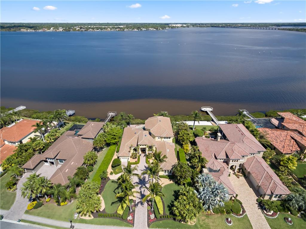 Single Family Home for sale at 3911 Hawk Island Dr, Bradenton, FL 34208 - MLS Number is U8039713