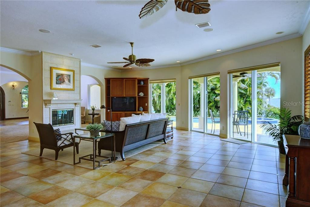 Additional photo for property listing at 580 Chipping Ln 580 Chipping Ln Longboat Key, Florida,34228 Hoa Kỳ