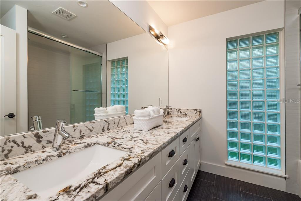 2nd bathroom - Single Family Home for sale at 5115 Dewey Pl, Sarasota, FL 34242 - MLS Number is A4177178