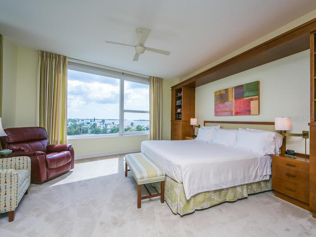 Additional photo for property listing at 1233 N Gulfstream Ave #404 1233 N Gulfstream Ave #404 Sarasota, Florida,34236 États-Unis