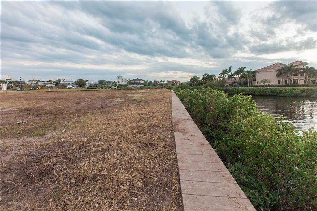 Additional photo for property listing at 608 Regatta Way 608 Regatta Way Bradenton, Florida,34208 Estados Unidos