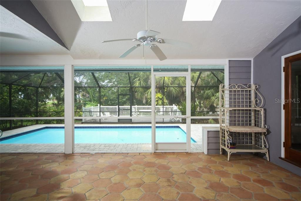 Single Family Home for sale at 4115 Pinar Dr, Bradenton, FL 34210 - MLS Number is A4408678