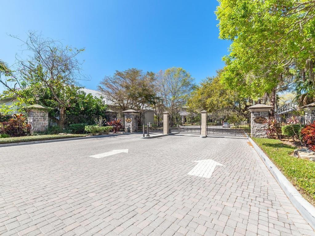 Entry, 4 car garage - Single Family Home for sale at 1404 Kenilworth St, Sarasota, FL 34231 - MLS Number is A4424301