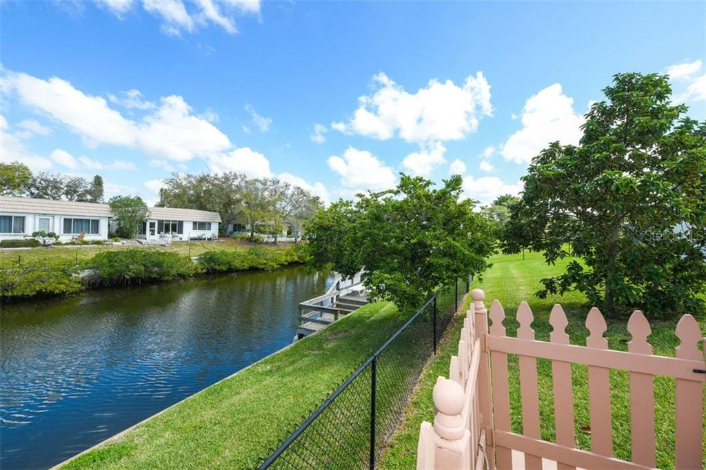 Single Family Home for sale at 2417 Yorkshire Dr, Sarasota, FL 34231 - MLS Number is A4428547