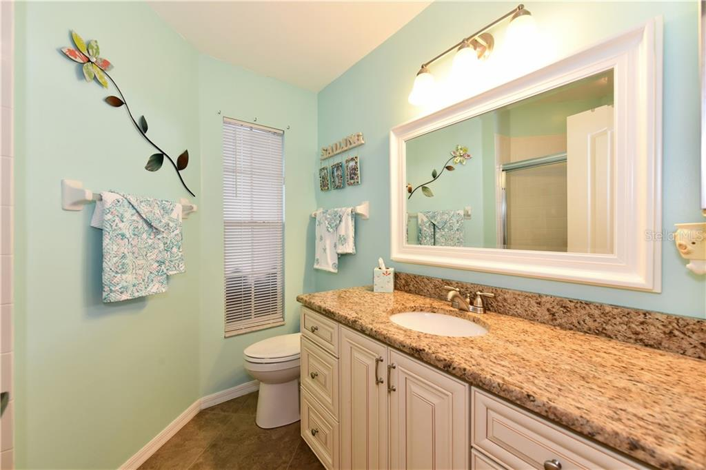 Guest bath with shower and beautifully decorated - Single Family Home for sale at 4074 Via Mirada, Sarasota, FL 34238 - MLS Number is A4439141