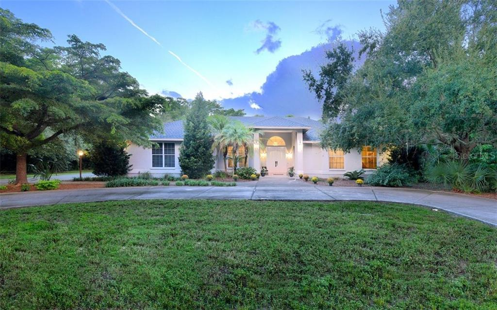 Beautiful Courtyard Home with a circular driveway - Single Family Home for sale at 2316 Nw 85th St Nw, Bradenton, FL 34209 - MLS Number is A4445702