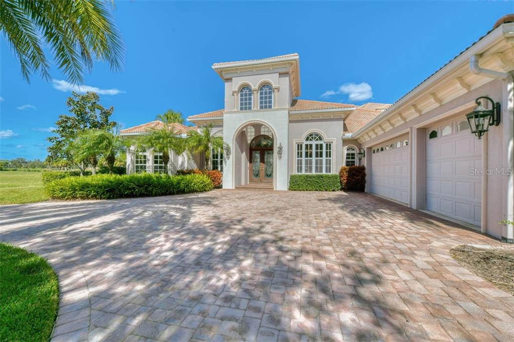 3719 Founders Club Dr, Sarasota, FL 34240