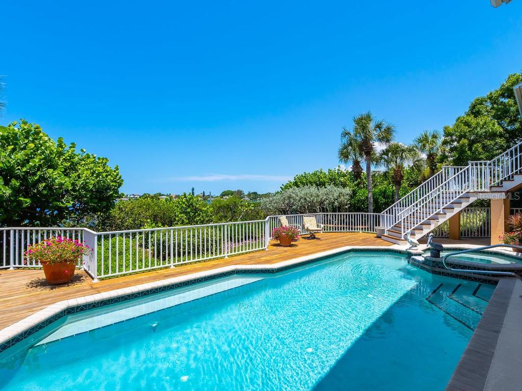 Pool - Single Family Home for sale at 743 Eagle Point Dr, Venice, FL 34285 - MLS Number is N6101092